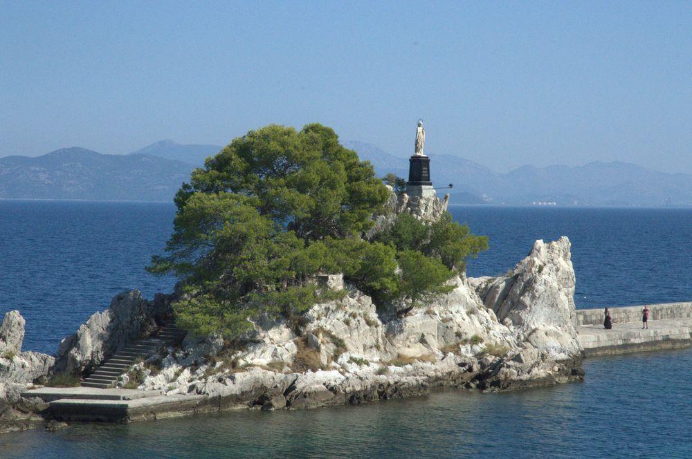 Trpanj  statue Madonna- croatie