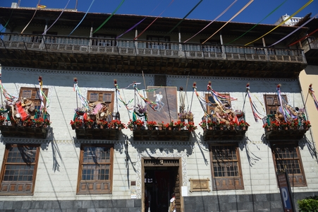 la oratava et ses balcons fleuris