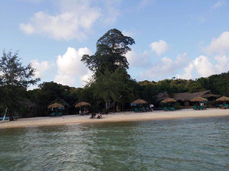 Ile-de-Koh-Rong-Samloem-vue-cases