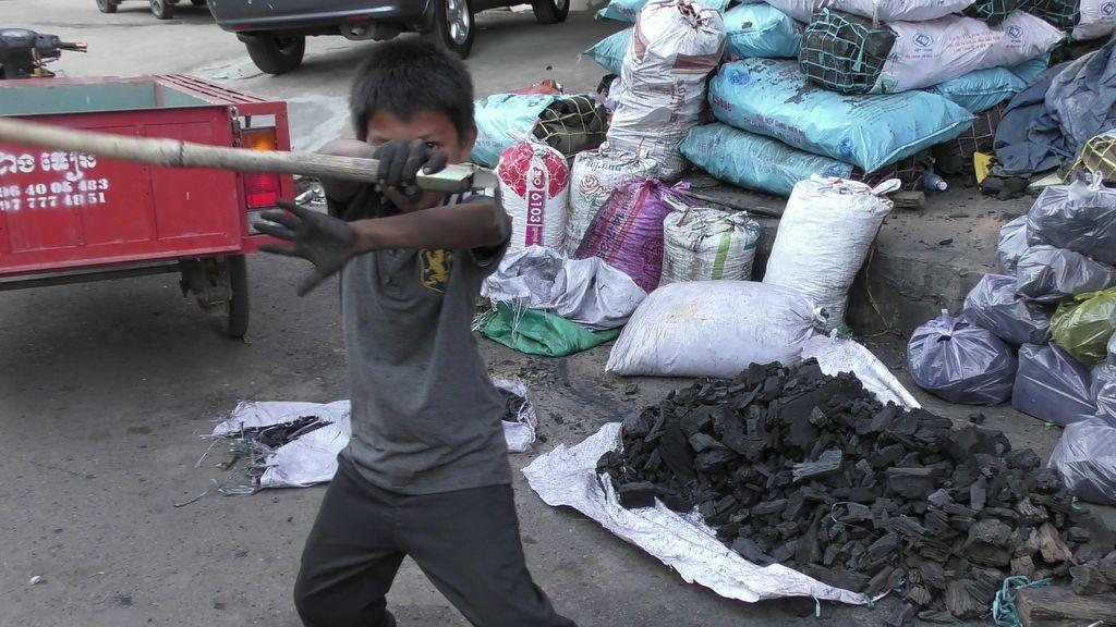 Kampot-marche-charbon-2