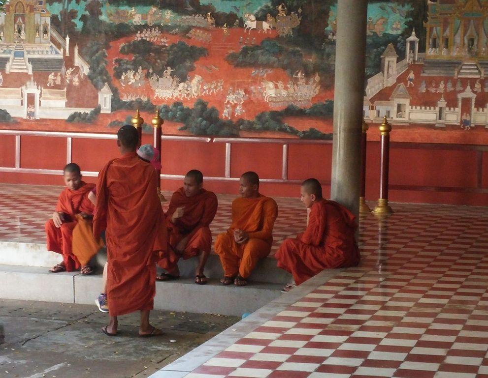 phnom penh palais royal moines
