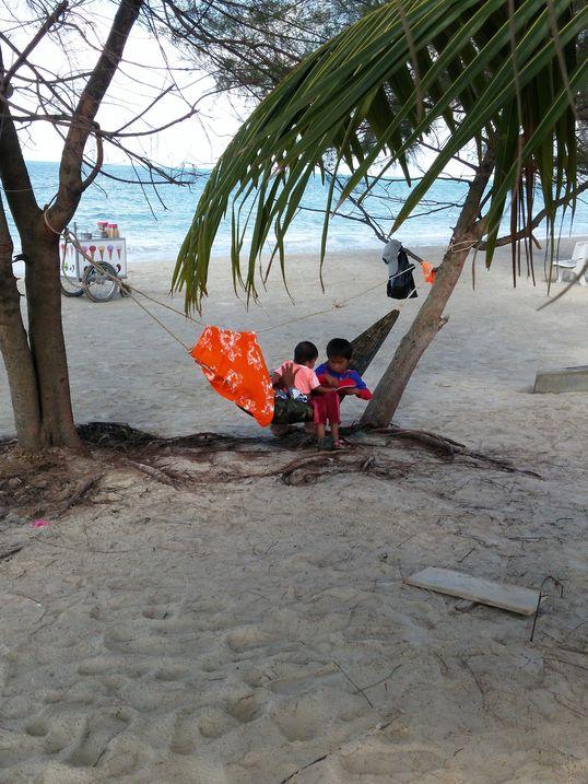sihnoukville-plage-enfants