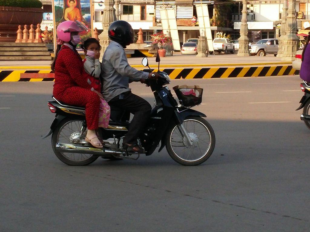 Kampot-scooter-à-3
